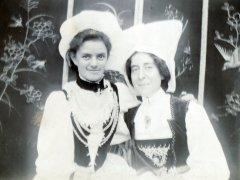 11b-Aunt-Marianne-Nellie-Vidier-in-fancy-dressComp.jpg